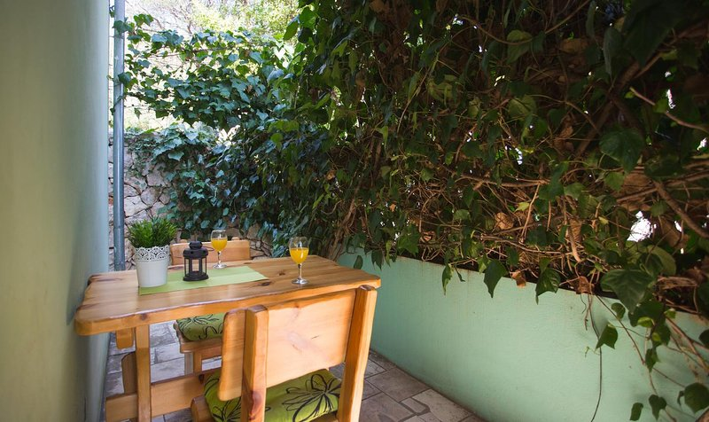 Podstup Apartment Sleeps 2 with Air Con - 5470016, vacation rental in Stankovici