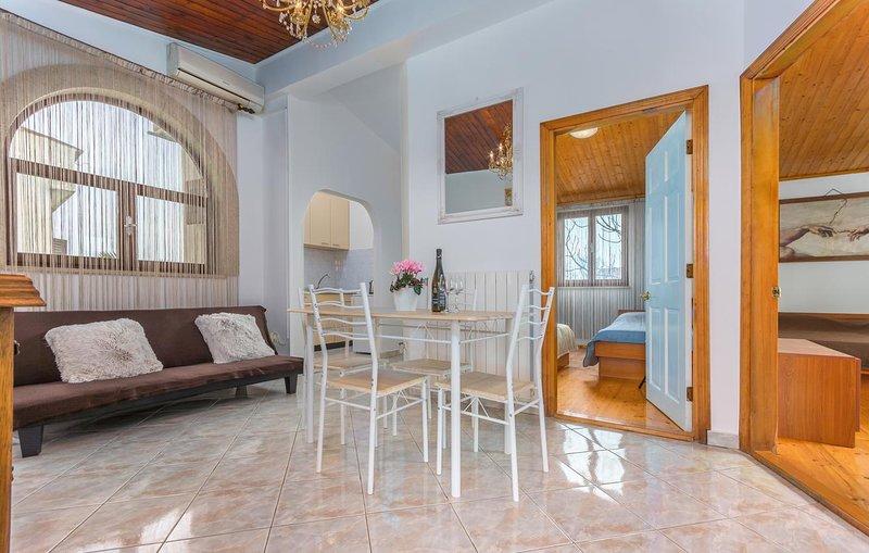 Veli Maj Apartment Sleeps 4 with Air Con - 5472198, holiday rental in Veli Maj