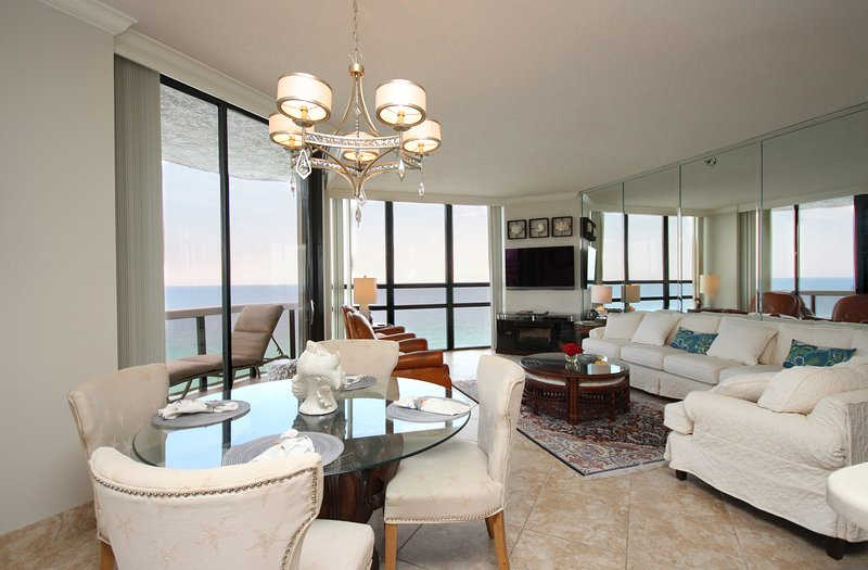 Surfside 1501: Gulf Front Luxury Lookout Condo (3 Bed /3 Bath) - Sleeps up to 8, holiday rental in Miramar Beach