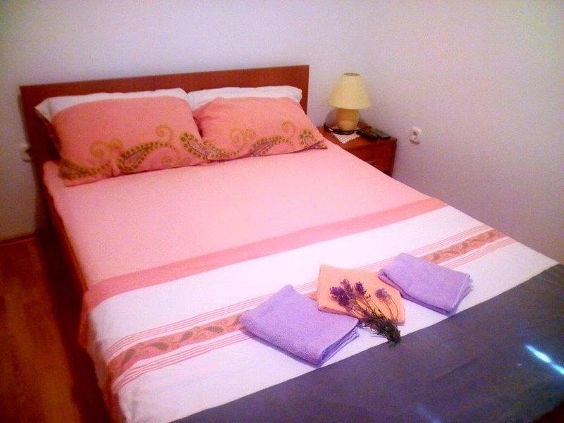 Marasovici Apartment Sleeps 4 with Air Con - 5470750, aluguéis de temporada em Starigrad-Paklenica