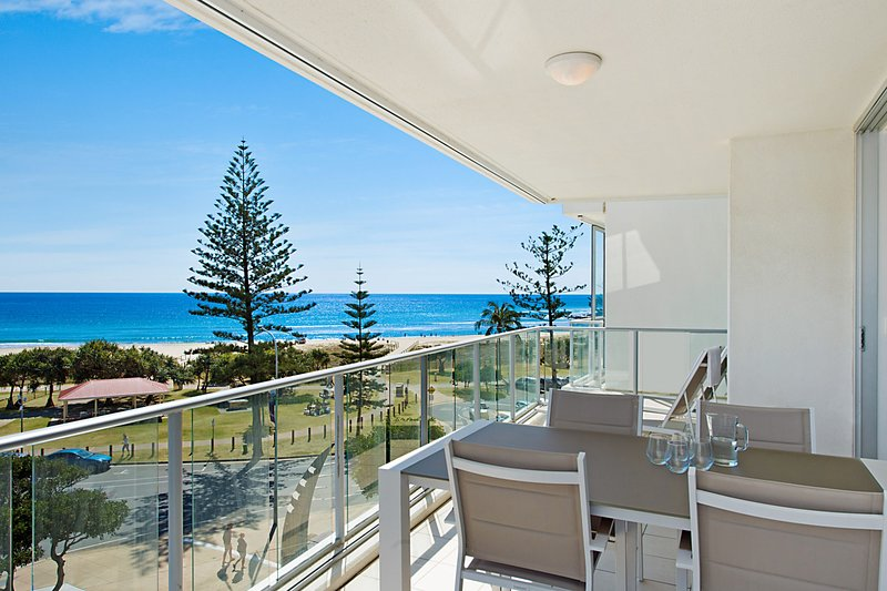 Reflections tower 2 Unit 401 - Beachfront, Ocean views and in a great location W, vacation rental in Gold Coast
