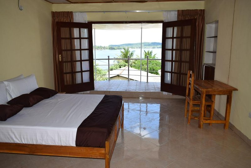 Mansion Guest House - Bedroom 1, holiday rental in Uppuveli