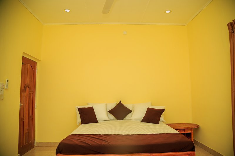 Mansion Guest House - Bedroom 3, holiday rental in Uppuveli