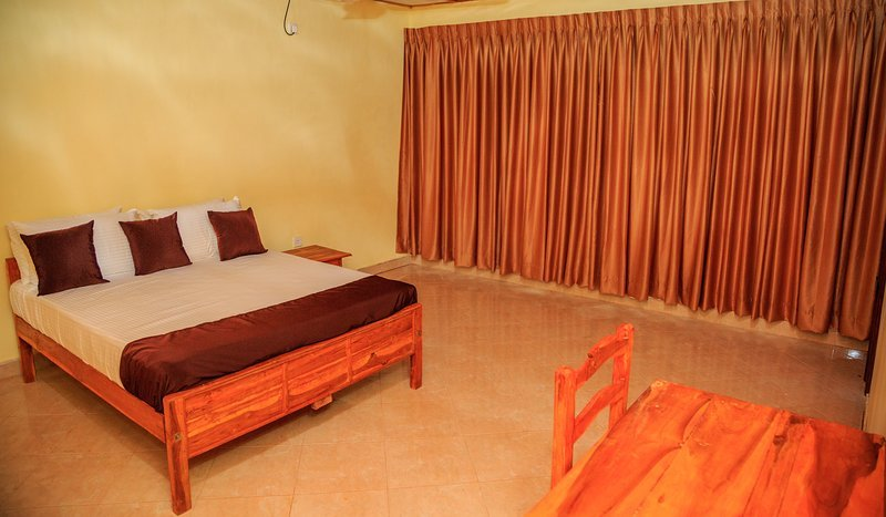 Mansion Guest House - Bedroom 4, holiday rental in Uppuveli