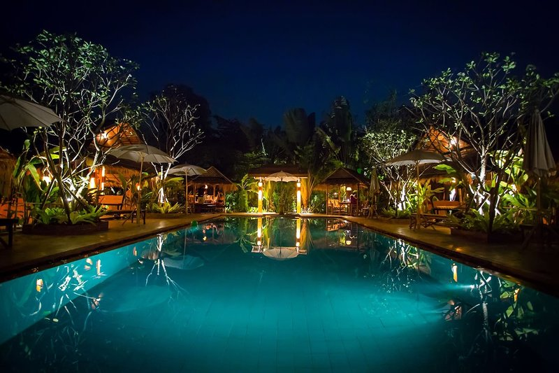 Chiang Mai-Enchanted Garden #1-Two SaltWater Pools, holiday rental in San Phranet