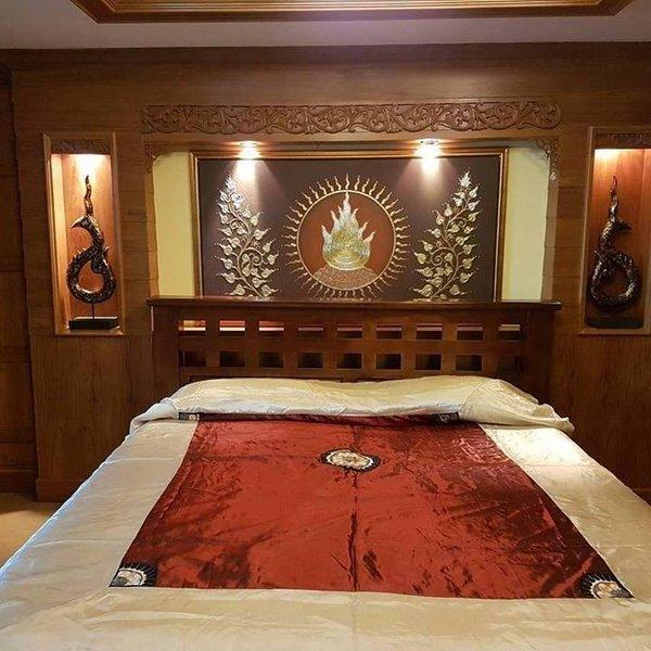 Luxurious Custom Condo with Indoor Waterfall, holiday rental in San Phranet