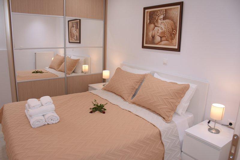 Keratea Apartment  Athens Airport, vacation rental in Kaki Thalassa