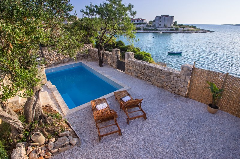 Beach Villa with pool - Kanica, Rogoznica Croatia, vacation rental in Rogoznica