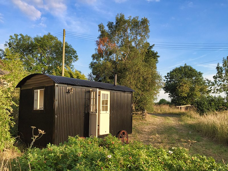 Hadrian Shepherd Huts Luxury Glamping, holiday rental in Stamfordham