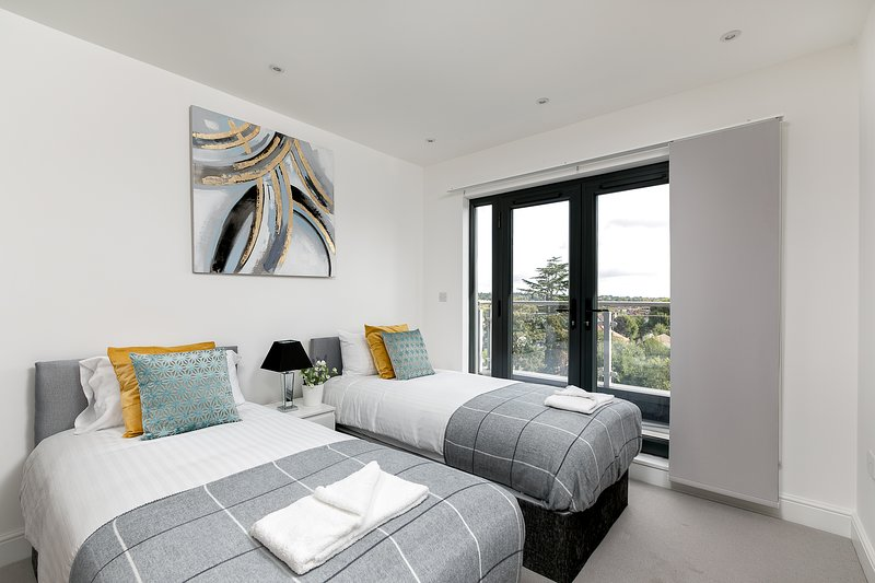 Skyvillion - Embassy Court, London Bounds Green, holiday rental in Wood Green