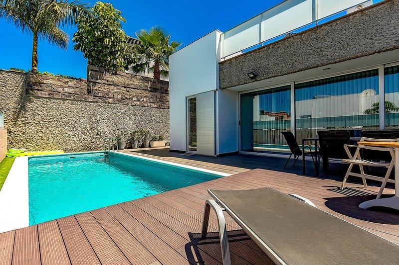 (D49) Villa with 6 Bedrooms, 4 Bathrooms, vacation rental in Playa de Fanabe