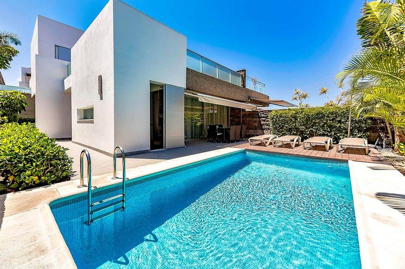 (D40) Villa with 5 Bedrooms, 4 Bathrooms, vacation rental in Playa de Fanabe