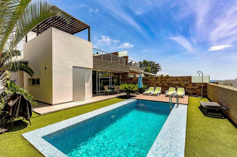(D51) Villa with 5 Bedrooms, 4 Bathrooms, vacation rental in Playa de Fanabe