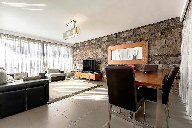 (D50) Villa with 5 Bedrooms, 4 Bathrooms, vacation rental in Playa de Fanabe
