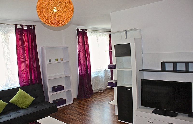 70m2 big, near main train station & direct 15 minute connection to the old city!, holiday rental in Bad Voeslau