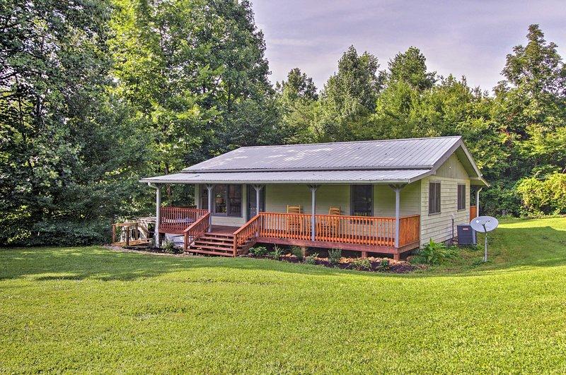 Prenota la tua fuga Great Smoky Mountain in questa casa vacanza con 2 camere da letto e 1 bagno!