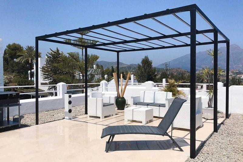 ROOFTOP BBQ MUSIC WIFI POOLS GOLF MARBELLA, holiday rental in San Pedro de Alcantara