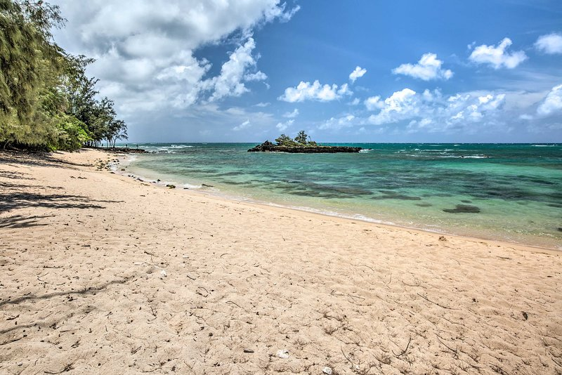 This vacation rental is just steps to the North Shore's beautiful coastline.