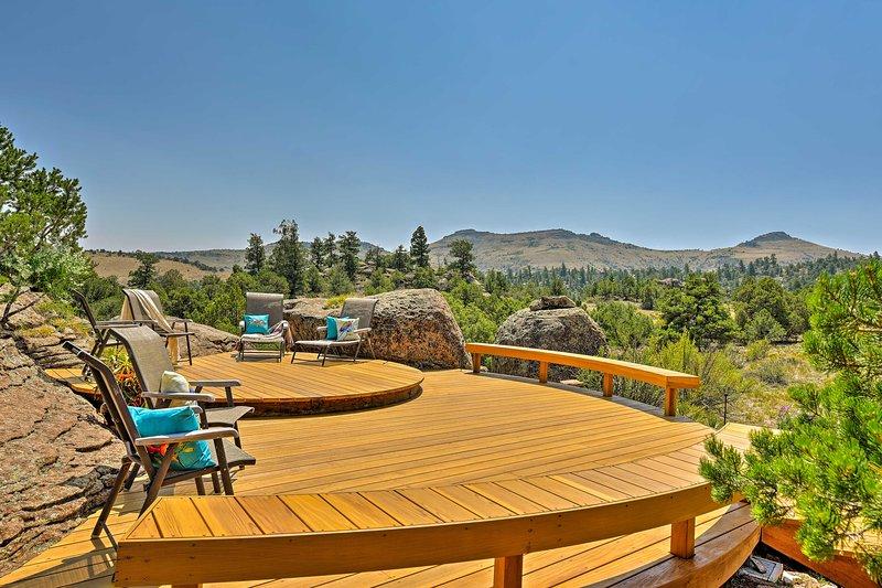 Del Norte Home on 50 Private Acres w/ 2-Level Deck, location de vacances à Del Norte