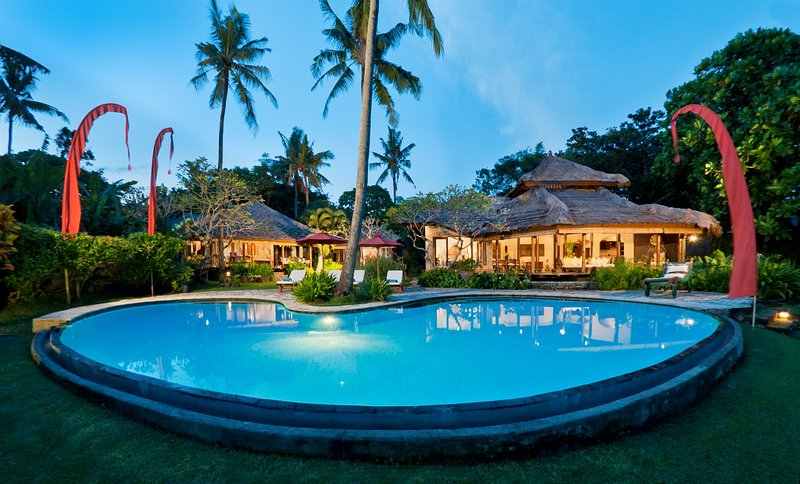 Beachfront Villa Vacation Rental in Bali - Villa Mandala Seseh, alquiler vacacional en Seseh