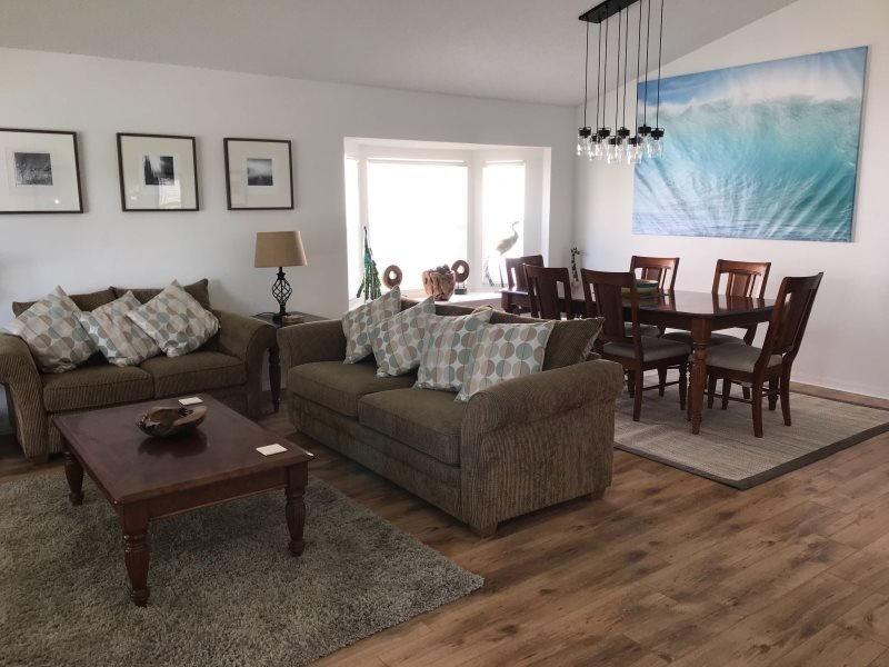 3062BL. 4 Bed 3 Bath Pool & Spa Home With Golf Course Views, vacation rental in Haines City