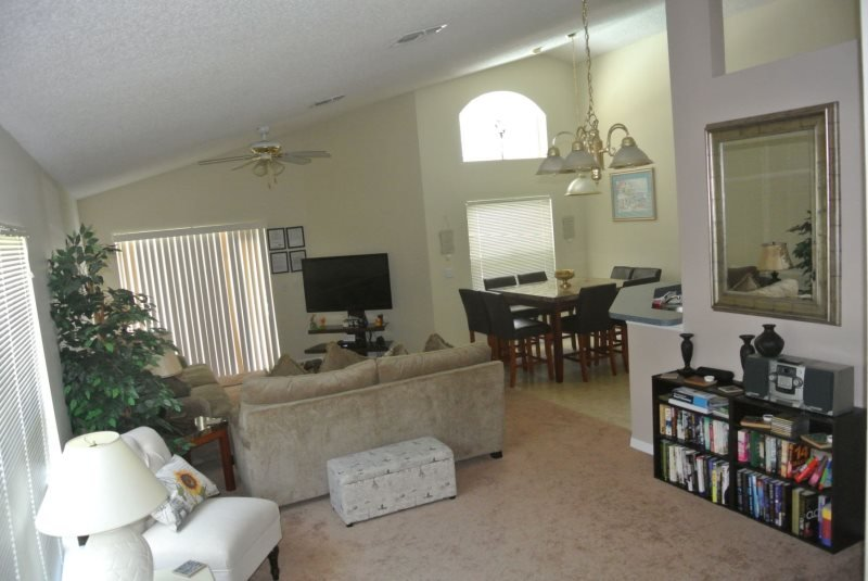 1369RD. 4 Bedroom Pool Home in Southern Dunes Golf Community, vacation rental in Haines City