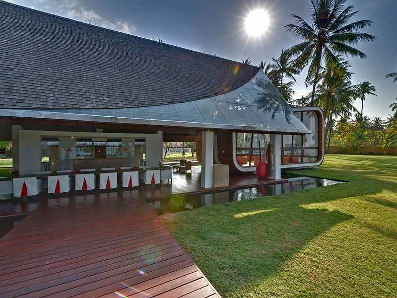 Villa Sapi - Dining and entertainment room view from pool