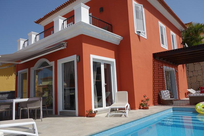 Luxus-Villa del Duque in Chayofa, Traumlage, Privatpool beheizt, Meerblick, holiday rental in Chayofa