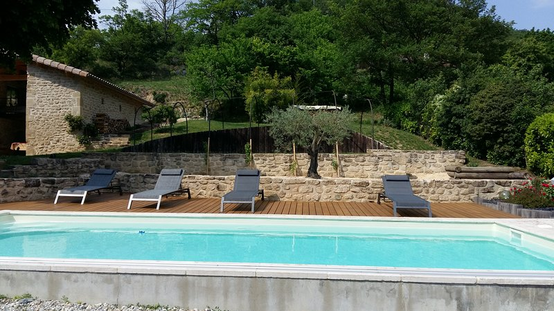 Nice house with pool access & Wifi, location de vacances à Charpey