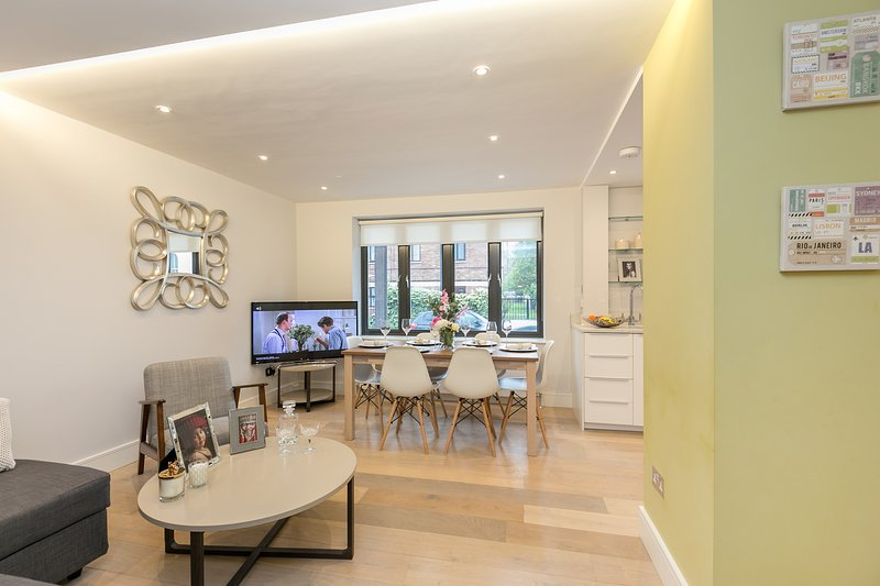 Newly refurbished three bedroom apartment, holiday rental in Acton