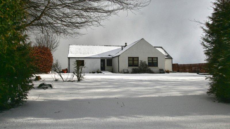 Firth und Osprey Cottages im Schnee