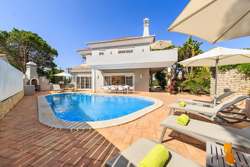 5 bedroom Vale do Lobo villa, short walk to beach, alquiler vacacional en Vale do Lobo