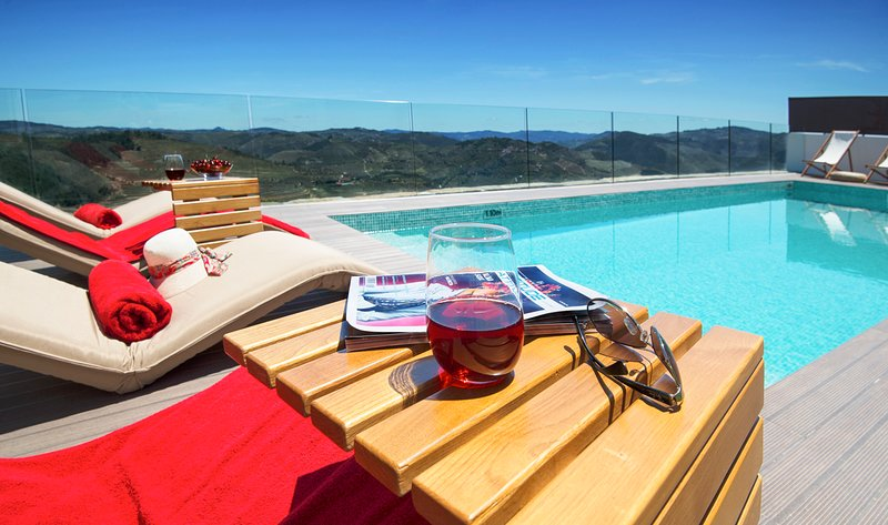 Gouvaes Villa Sleeps 8 with Pool and Air Con - 5666544, holiday rental in Penedono