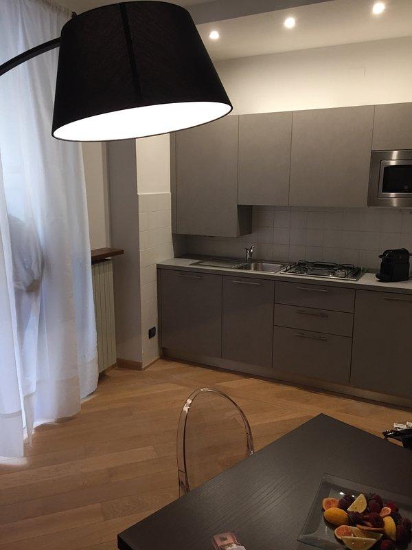 Liberty House. Appartamento nel centro storico di Cuneo, holiday rental in Busca