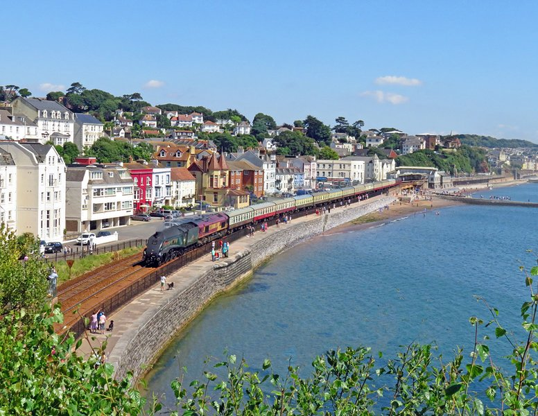 Two bedroom apartment with two bathrooms located on seafront with parking space, vacation rental in Dawlish