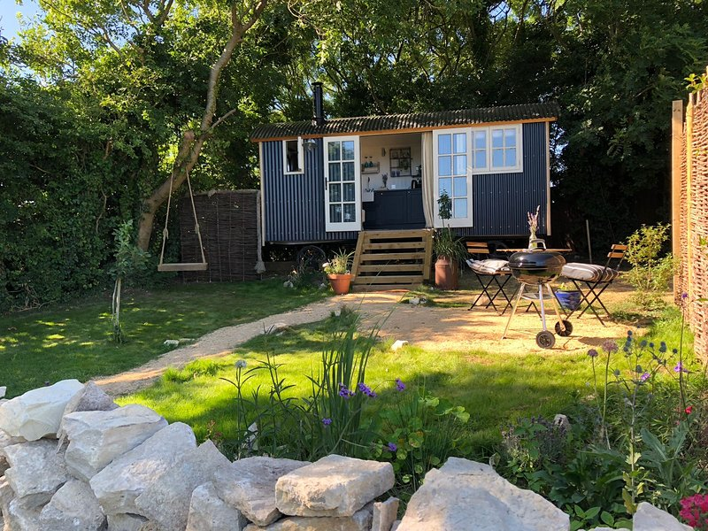 Purbeck Shepherd Huts - Chapmans Pool, holiday rental in Worth Matravers