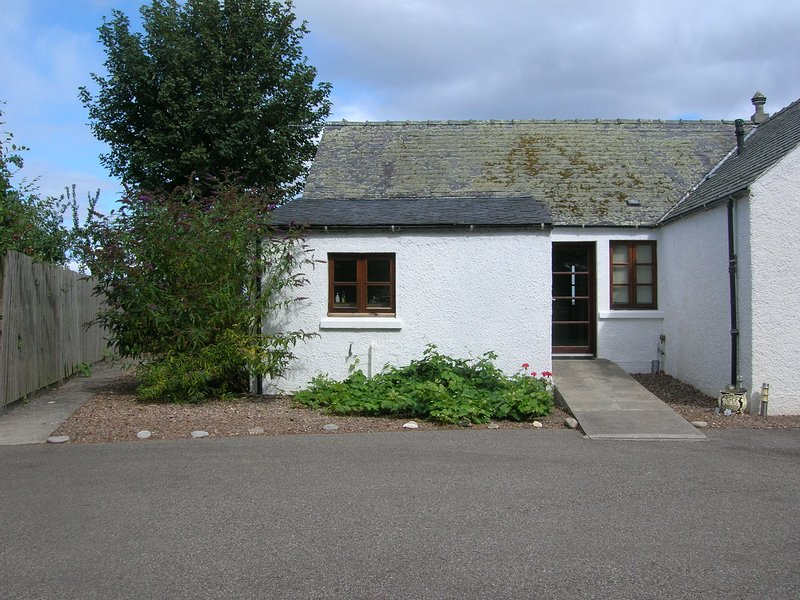 Osprey Cottage, holiday rental in Tore