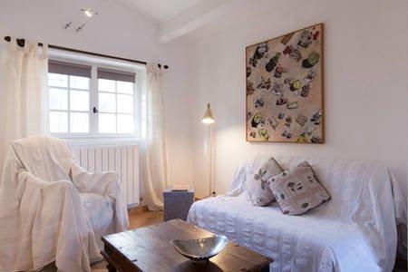 Appartement 2P au grand calme 10km Cannes, vacation rental in La Roquette-sur-Siagne