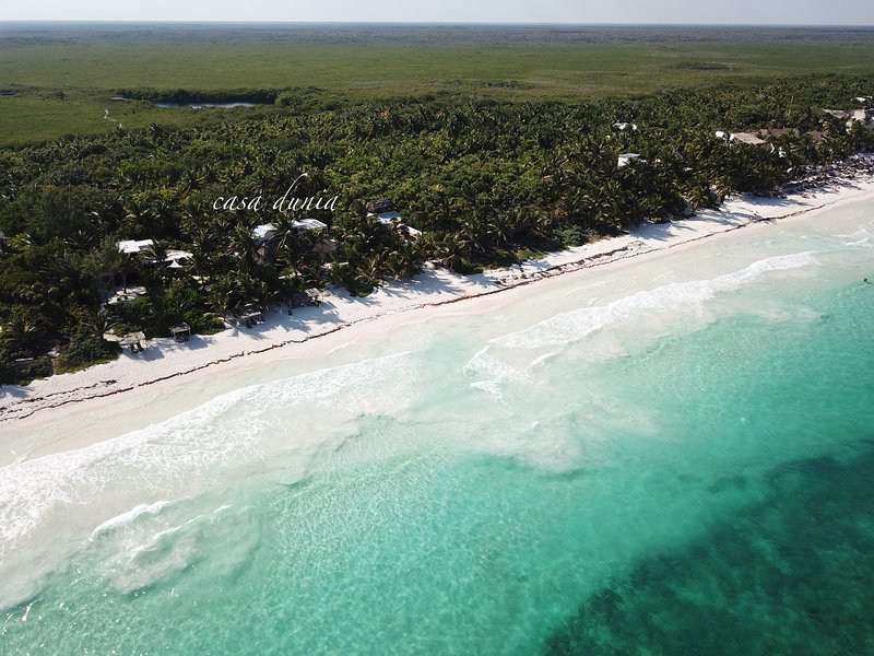 Casa Dunia, Private Villa on Tulum Beach, accessible but away from the crowds – semesterbostad i Tulum