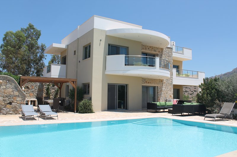 VILLA LAGADA, sea view, infinity pool, vacation rental in Koutsouras