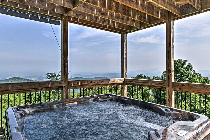 Haus of the Rising Sun Gatlinburg Cabin w/ Views!, vacation rental in Gatlinburg