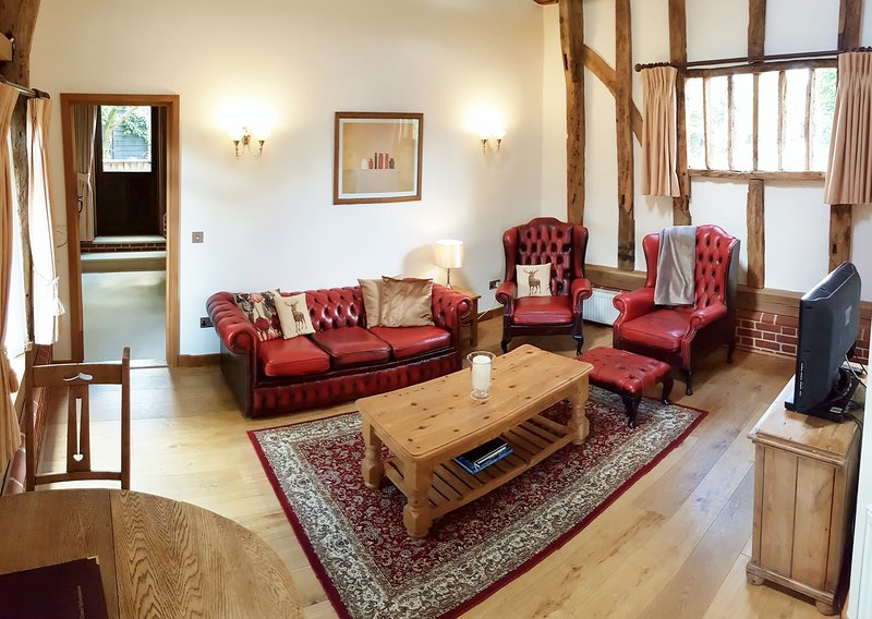 Peaceful 17th Century Barn - Self catering rual retreat, Bury St