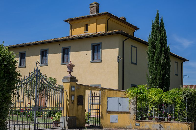 Omheinde toegang tot Villa La Colombaia