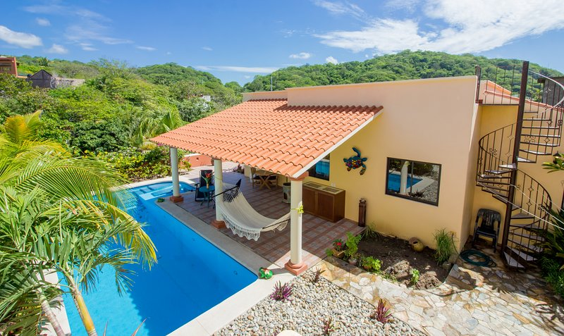 69969 - Private Home with Pool - 1 Block to the Beach, vacation rental in Huatulco