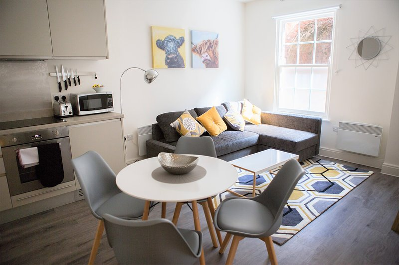 The Clarence - yourapartment, holiday rental in Bristol