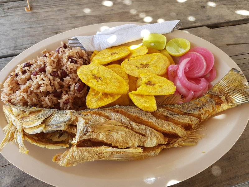 You can get the famous and utterly delicious fried fish plate anywhere in Triunfo!