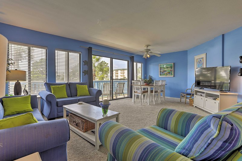 Bright and colorful, this open floor plan home has 2 bedrooms and 2 bathrooms.