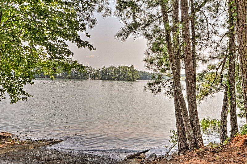 This charming abode is just minutes away from the shores of Lake Lanier.