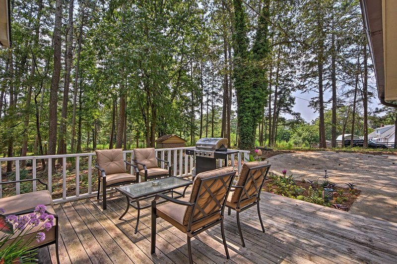 Escape to Lake Lanier and stay at this charming ******* vacation rental house.