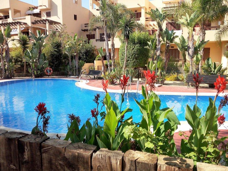 Bajo a 300m de la playa, wifi smart tv Movistar+ total gratuito, vacation rental in Playas de Vera